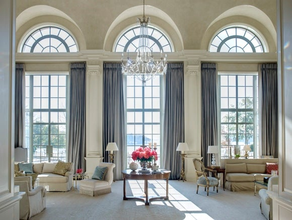 16 Sophisticated Southern Spaces 1stdibs : french traditional living room columbus georgia by suzanne kasler interiors 1 from www.1stdibs.com size 580 x 437 jpeg 234kB