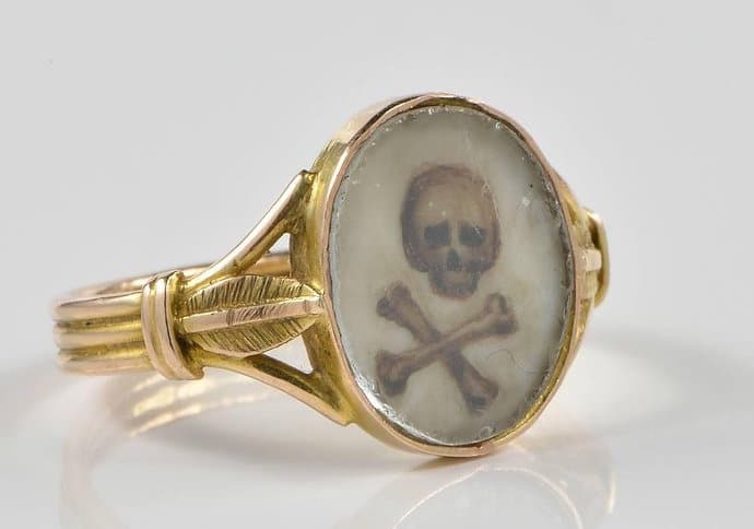 skull and bones gold ring