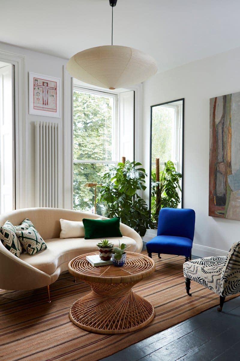 British Interior Designer Beata Heuman Brought Organic Modernism To A Flat  In Holland Park, London Via The Grouping Of A Cream Colored Round Sofa With  A ...
