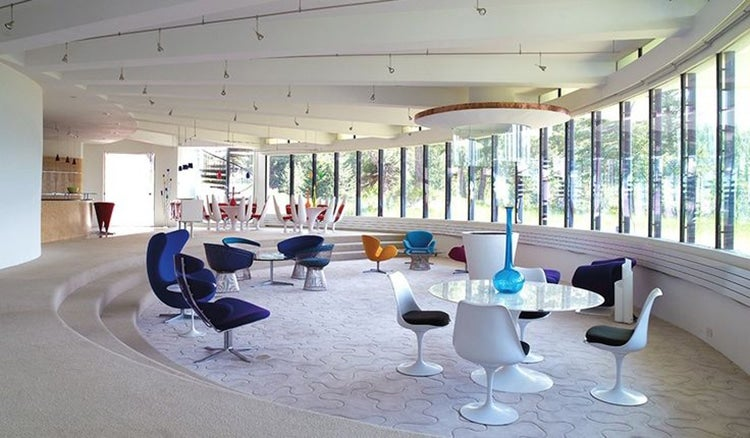 Jacobsen's Egg and Swan chairs are paired with Poul Volther's Corona chairs  in the lively sitting room of architect Charles Deaton's 1963 curvilinear  ...
