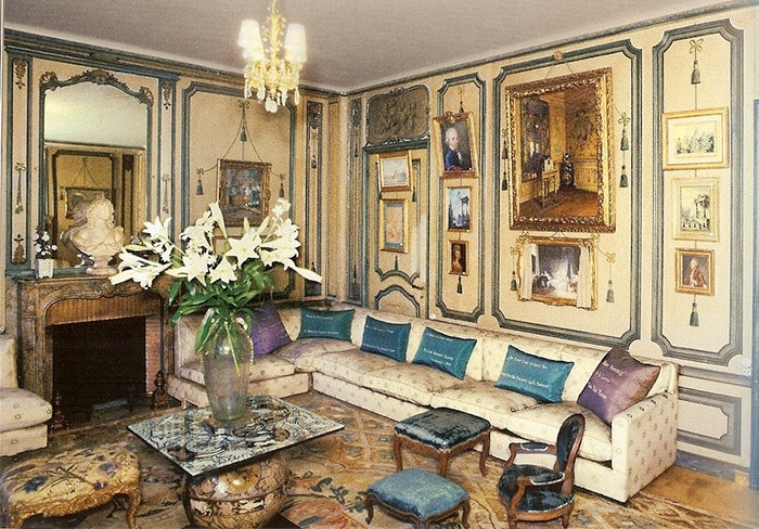 De Wolfe S Private Sitting Room At Villa Trianon The Pillows Are Embroidered With Her Aphorisms