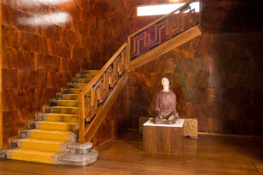 The foyer and grand staircase of Villa Necchi Campiglio.