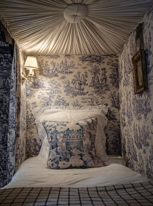 6 ways to embrace toile de jouy in your modern day abode the study. Black Bedroom Furniture Sets. Home Design Ideas