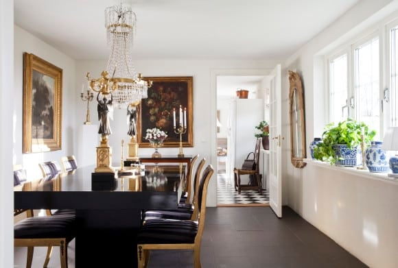 In Sweden The Dining Room Of Laserow Antiques Dealer Karin Laser Reflects An Antique But Streamlined Aesthetic Candelabras Are Empire Period And