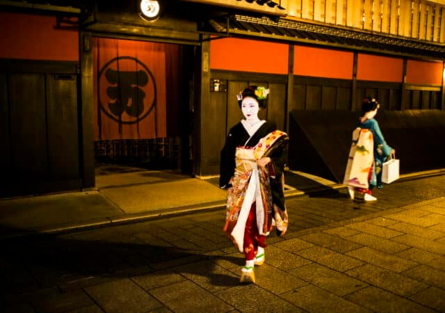 featured image for post: After Centuries, the Kimono's Influence on Fashion Is Still Strong