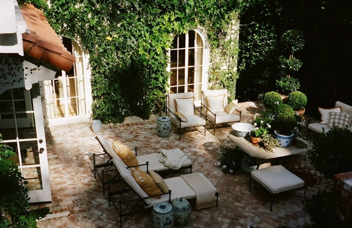 Mark-Sikes-Hollywood-Hills-Outdoor-Courtyard