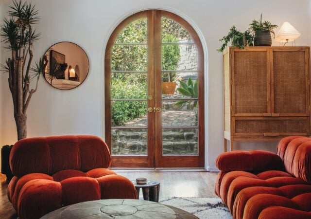 featured image for post: Who Is Mario Bellini, and Why Is His 1970s Camaleonda Sofa Everywhere Right Now?