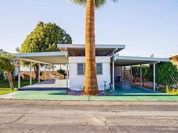 Jeffrey Milstein Photographs Palm Springs Trailer Homes