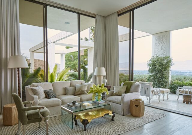 featured image for post: 12 Sumptuous Living Rooms with Dazzling Views