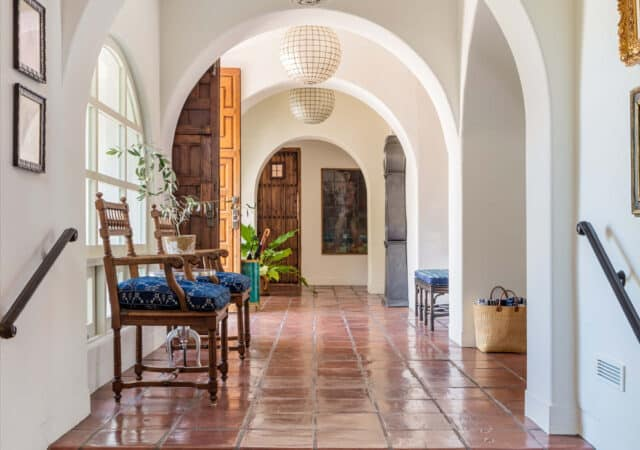 featured image for post: 14 Traditional Foyers with a Twist