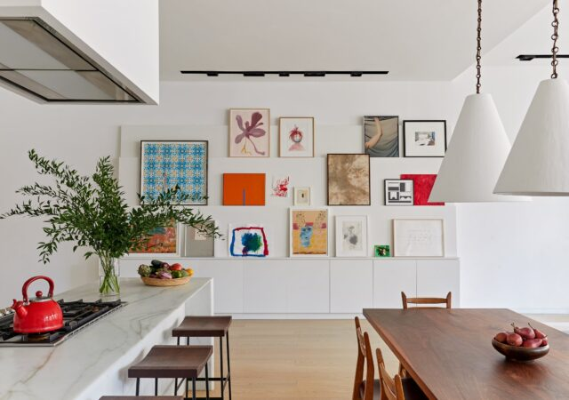 featured image for post: 29 Creative Homes with Art Hung on Salon-Style Gallery Walls