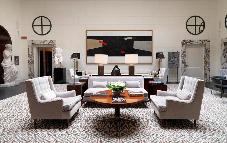 Modern elegance vs old world glamour decorating style wars for Living room versus family room