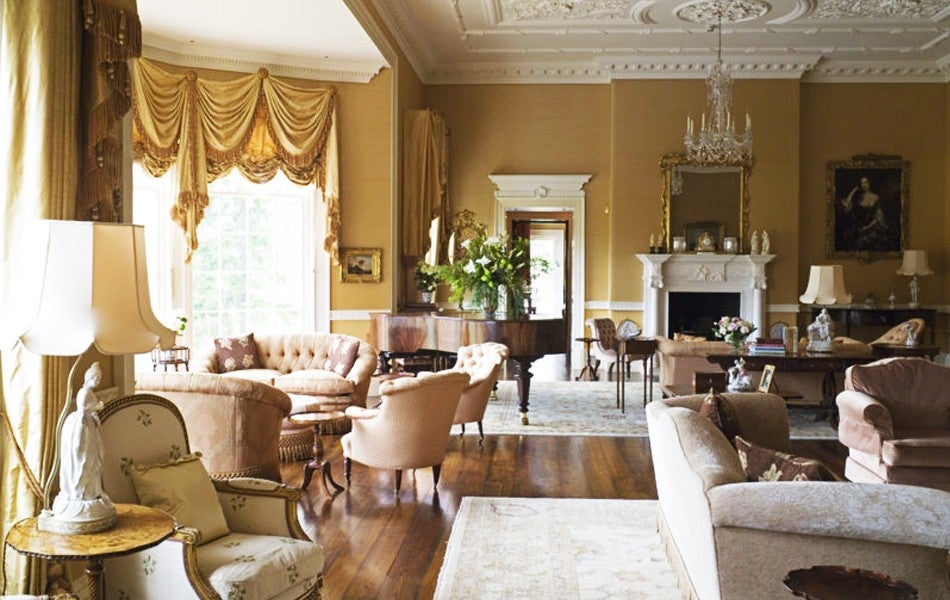 Modern Elegance vs. Old-World Glamour: Decorating Style Wars