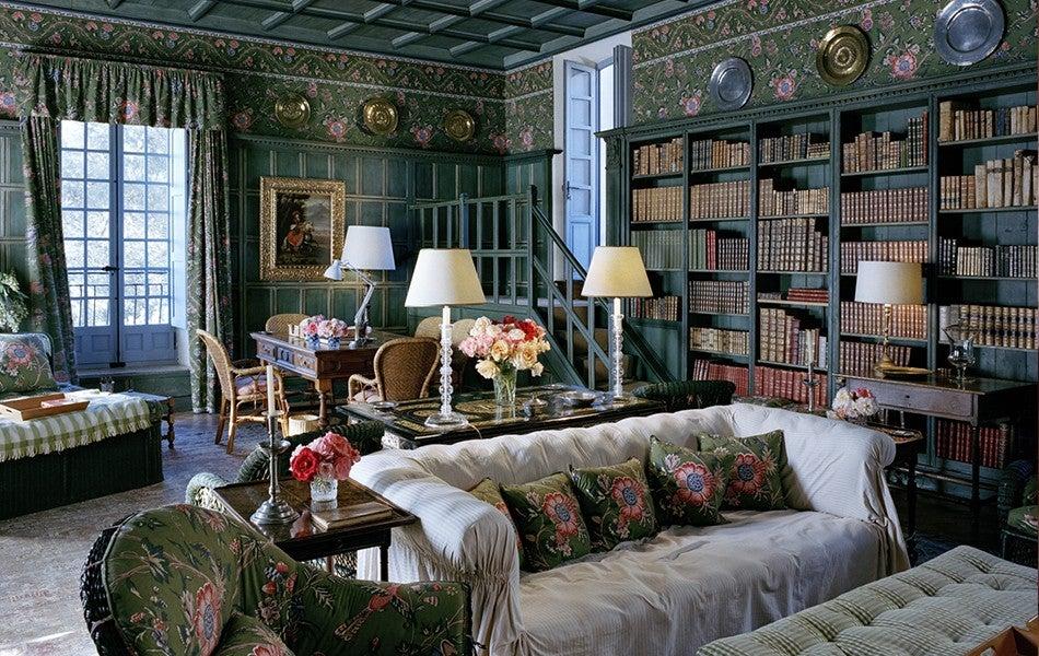 Modern Elegance vs. Old-World Glamour: Decorating Style Wars