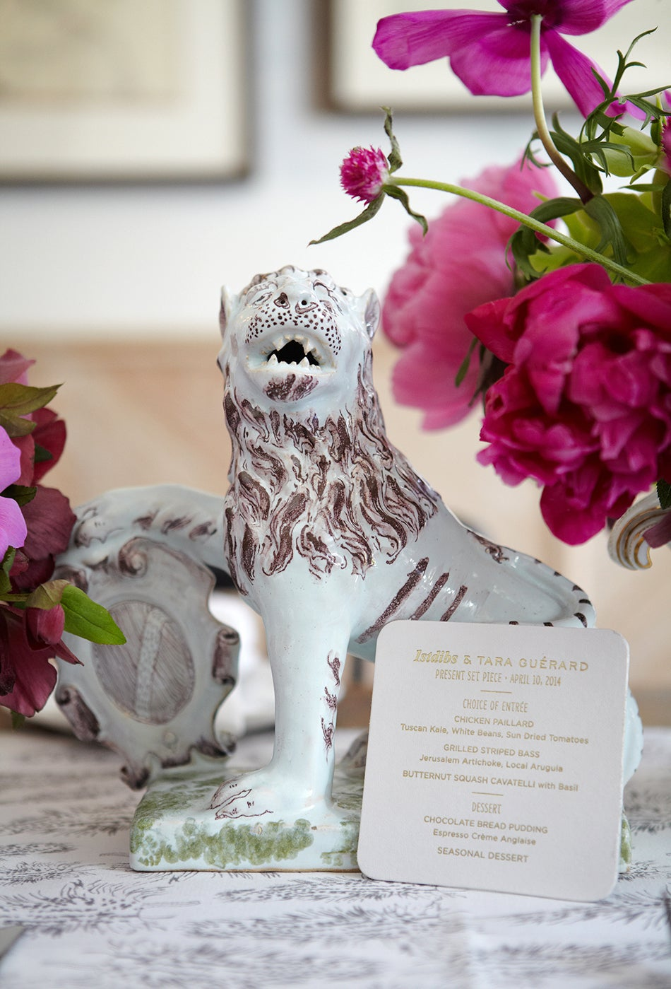 For a recent luncheon she co-hosted with 1stdibs in Manhattan, Guérard selected a mid-19th-century faience lion from Bardith to adorn the main table.