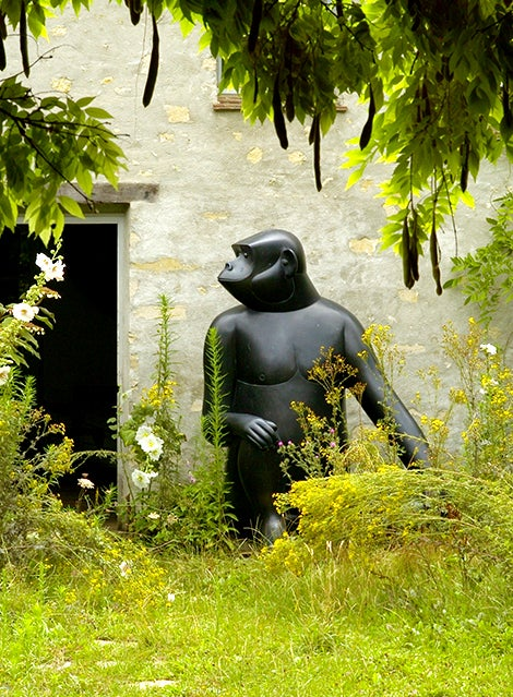 Since 1967, Les Lalanne have made their home and studio on a farm outside Paris where such works as Francois-Xavier's bronze ITALSinge Avise (Trés Grand),ITAL 2008, live happily.