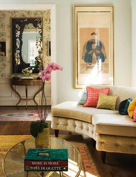 In A Charlotte North Carolina Home Barrie Benson Created Fresh Aesthetic Using Antique Elements Such As Sofa And Chinese Silkscreen Painting From