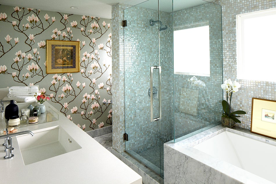 A Floral Wallpaper From Lee Jofa Brings Touch Of Traditional Southern Charm To The Bathroom Los Angeles Home Photo By Laura Resen