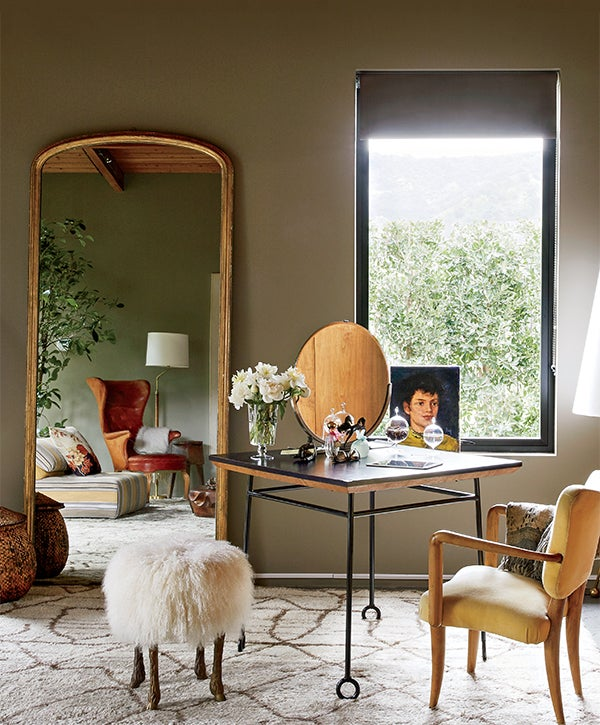 While Living In The Hollywood Hills House De Rossi Used A Royère Table And Chair For Her Vanity Marc Bankowsky Astrakhan Stool With Bronze Sheep Legs