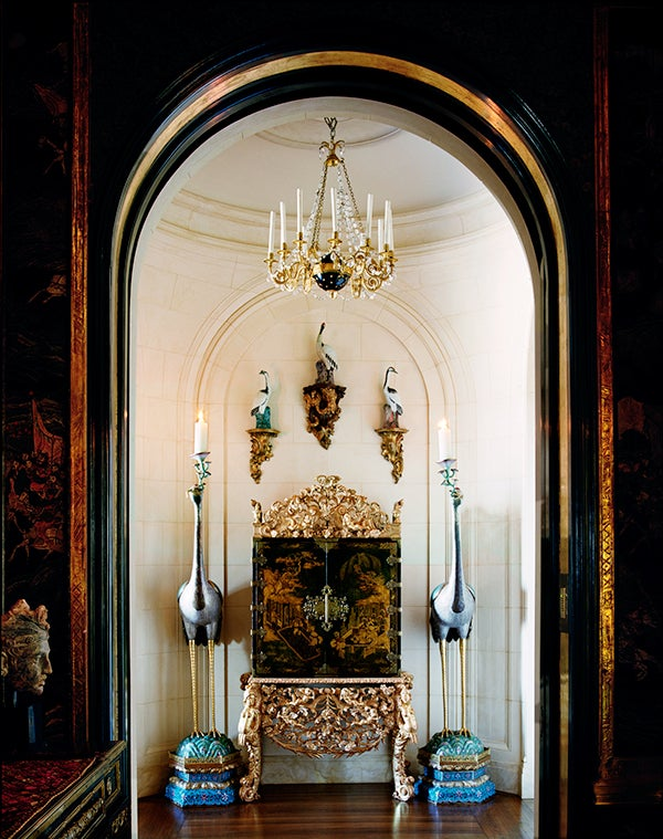 Getty Residence. In the hallway adjacent to the dining room, Ann Getty orchestrated a formal composition of an 18th-century English lacquered chest on stand, and a series of porcelain and cloisonne birds.