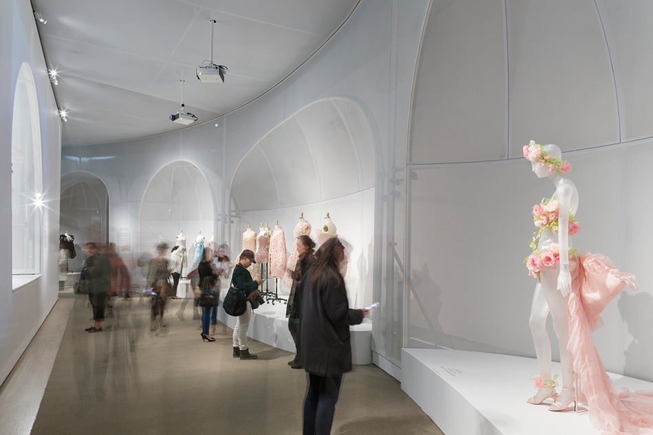 Inside the met s summer showdown 1stdibs introspective for Fashion museum new york