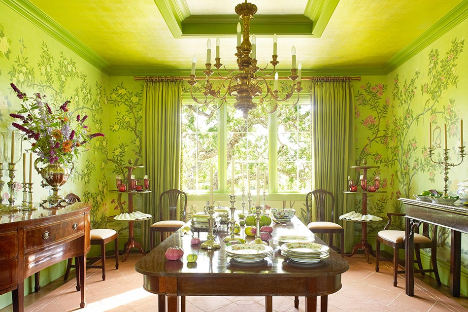 los angelesbased designer suzanne rheinstein enrobed the dining room of a traditionally decorated home in northern californias marin county with an - Enrob Color