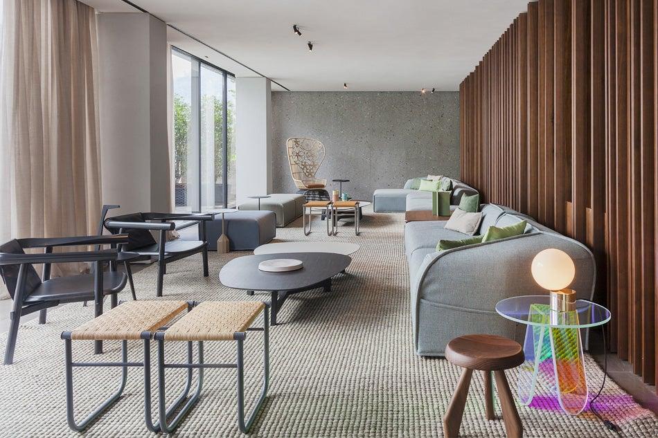 Patricia urquiola crafts a contemporary lake como escape for Como jogar modern living room escape