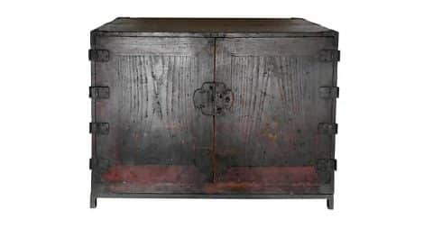 Japanese Edo chest, 18th century, offered by Dos Gallos