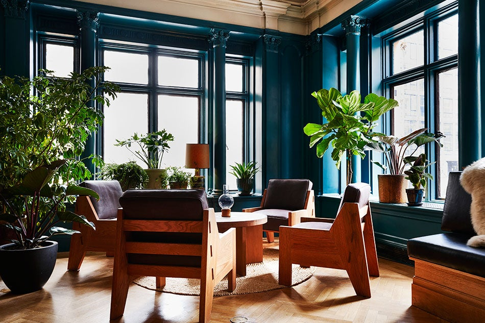 Studio restaurant table