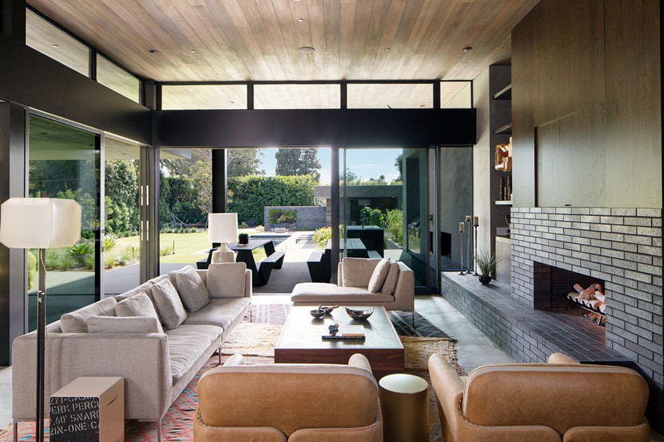 A living room in Moreno by Marmol Radziner