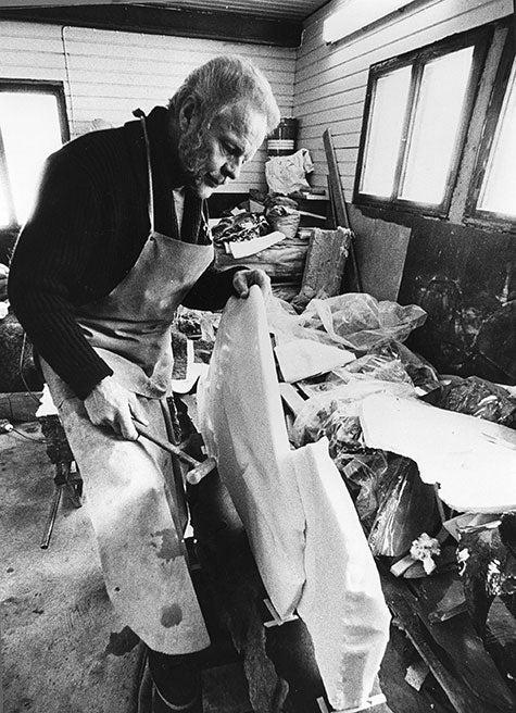 Timo Sarpaneva at work in 1986