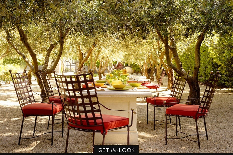 outdoor dining space by Fisher Weisman