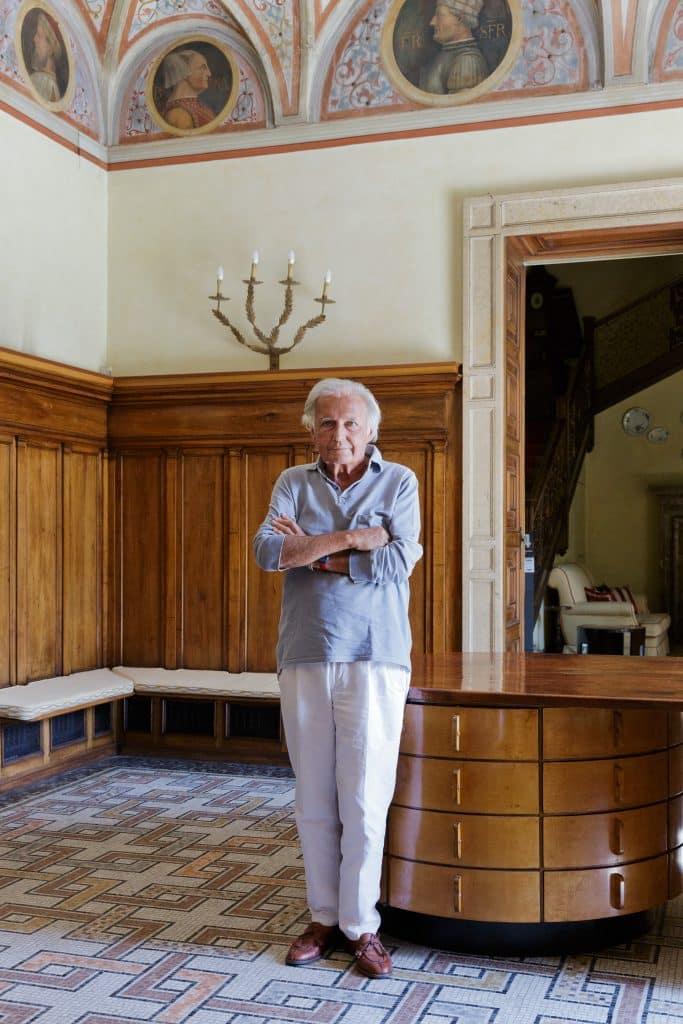 Piero Castellini Baldissera Piero Portaluppi Casa degli Atellani Milan portrait hall Omnibus desk