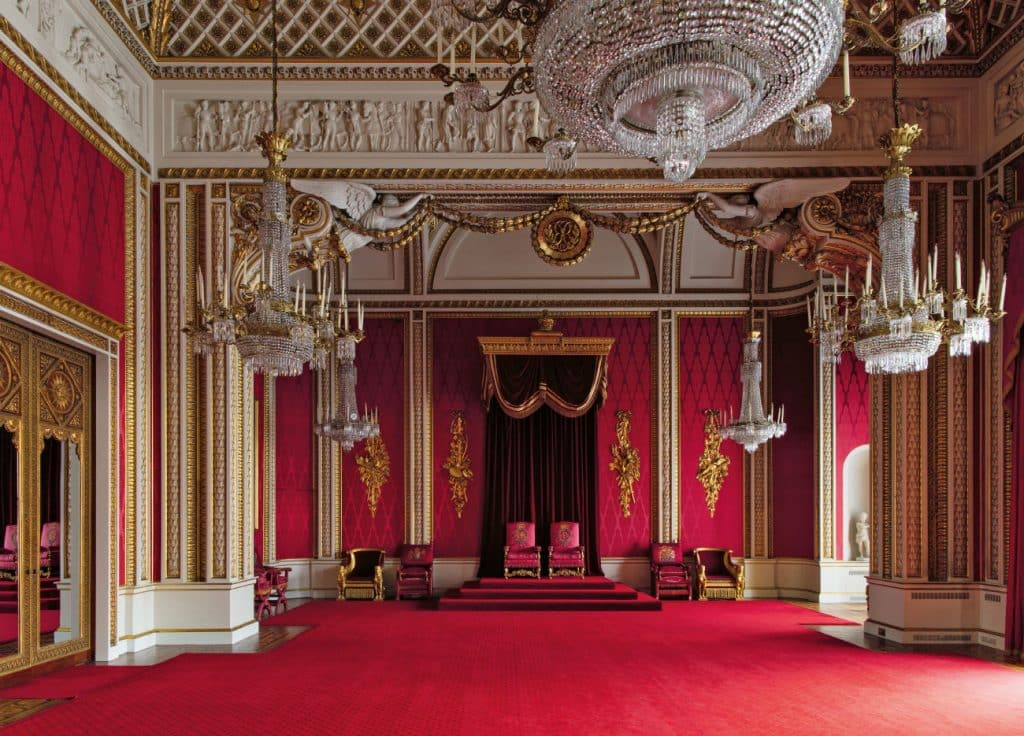 peek inside buckingham palace s private and unseen rooms. Black Bedroom Furniture Sets. Home Design Ideas