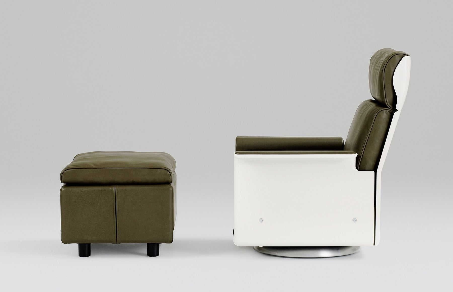 Dieter Rams Philadelphia Museum of Art Principled Design Vitsœ 620 seating system armchair and footstool