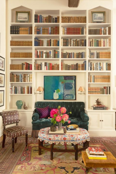 New York living room library by Sara Bengur